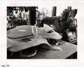 Martien van den Dijssel bij maquette voor stand Expo '92 in Sevilla (1992). Ontwerper niet bekend. Collectie Martien van den Dijssel
