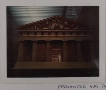 Maquette voor Periander (VPRO, 21-1-1975). Decorontwerp Frank Rosen. Collectie Martien van den Dijssel