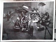 Studio-opname orkest. Collectie erven Van Baarle