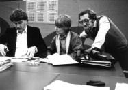 Productievergadering met Hub Berkers, voor de Sterrenshow (VARA 1984-1986), decor: Hub Berkers. Collectie Hub Berkers / NIBG
