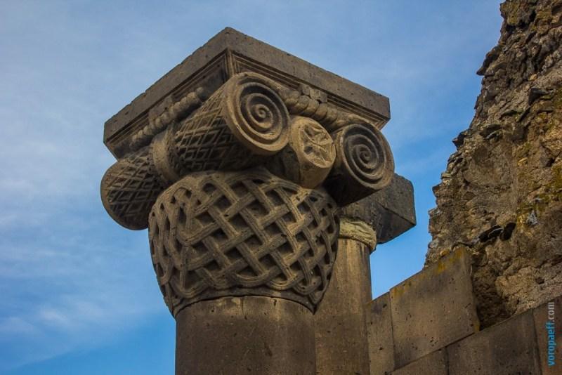 Капитель колонны Звартноца