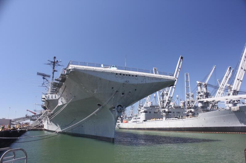 Авианосец Hornet в Сан-Франциско