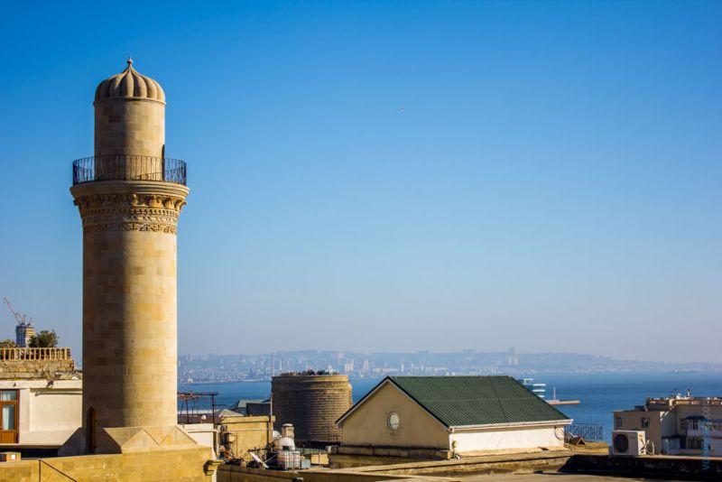 Вид на Каспийское море из Старого города.