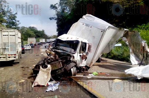 Confirman dos muertos en accidente de Las Choapas