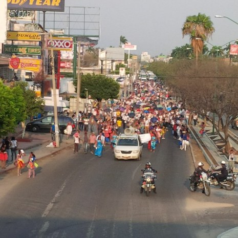 Marchan miles de maestros en Chiapas contra las reformas