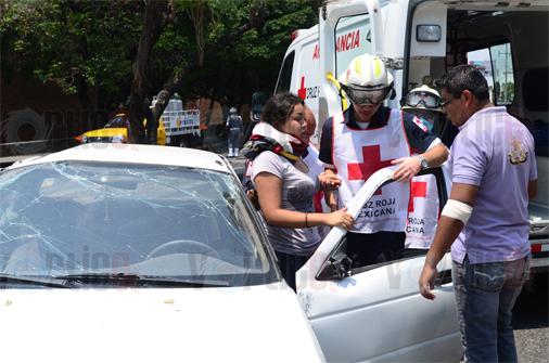 Dos personas lesionadas en volcadura