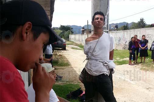 Amarran y golpean a presunto ladrón en San Cristóbal