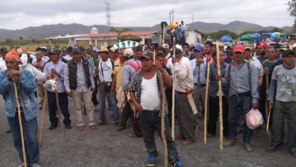 Comuneros zoques retienen a tres chiapanecos tras enfrentamiento