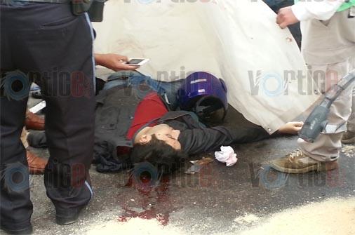 Muere motorista coleto en brutal impacto