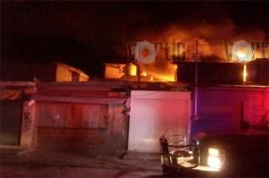 Se incendia locales del mercadito 2 en San Cristóbal