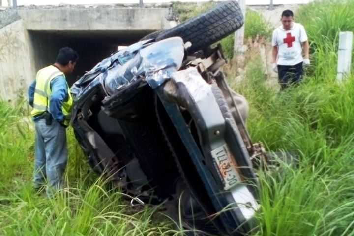 Mueren dos mujeres en volcadura ocurrida en Coita