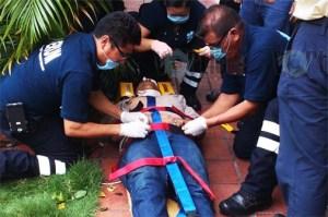 Trabajador de Megacable se electrocuta y cae de una segunda planta