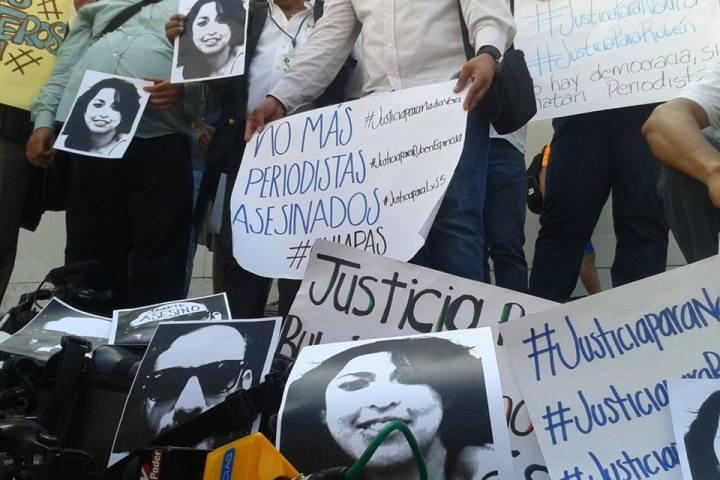 Se manifiesta gremio periodístico tras multihomicidio en la Narvarte