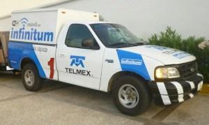 Rescatan a  20 migrantes; viajaban en una camioneta clonada de Telmex