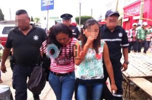 Asalta a joven y es detenida por locatarios