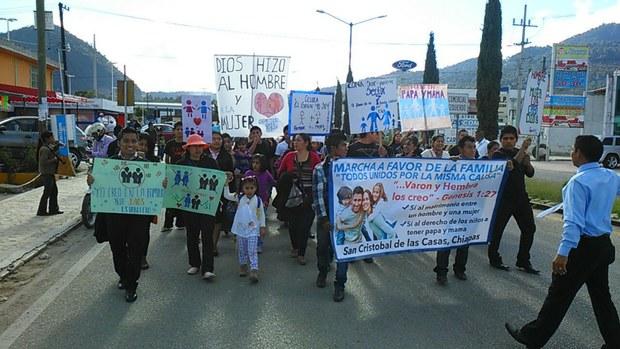 Evangélicos marchan en Chiapas en rechazo a matrimonios del mismo sexo