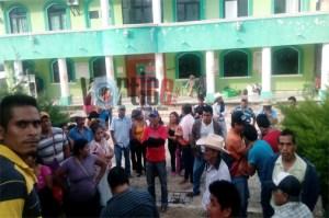 Campesinos de la Opech toman la presidencia de Monte Cristo de Guerrero