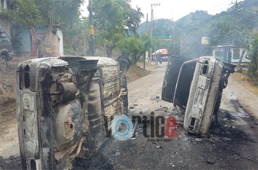 Baleados y carros quemados en enfrentamiento entre transportistas