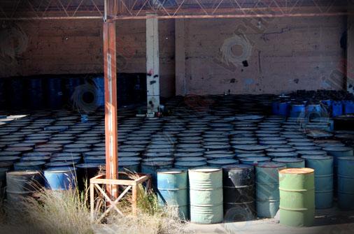 """Hallan """"narcobodega"""" con más de 800 tambos con precursores químicos"""