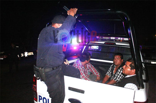 Detienen a tres sujetos que llevaban dos tráileres con mercancía robada