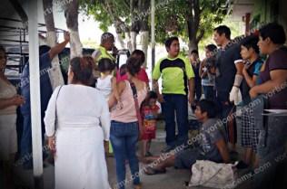 Varios colonos se acercaron a ayudar