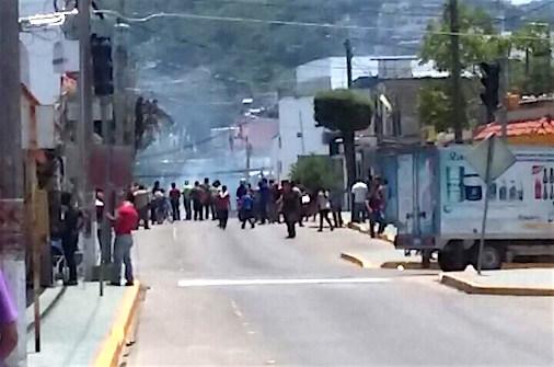Destrozan Fiscalía de Distrito por detención del líder de la OPIEZ