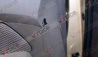 El balazo se alojó entre el tablero y la puerta del lado del conductor
