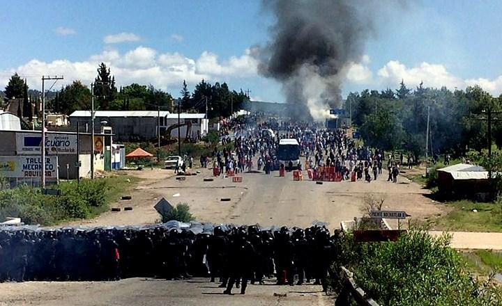 Condenan alcaldes oaxaqueños ultimátum de Segob; advierten que responderán a la represión