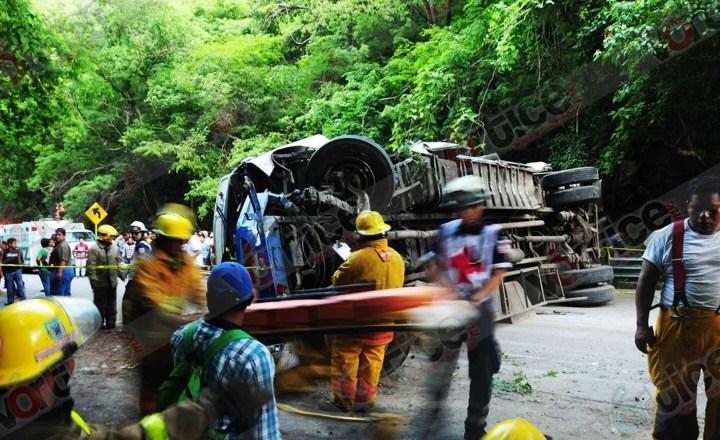 Volcadura deja 50 pasajeros heridos en Chiapas