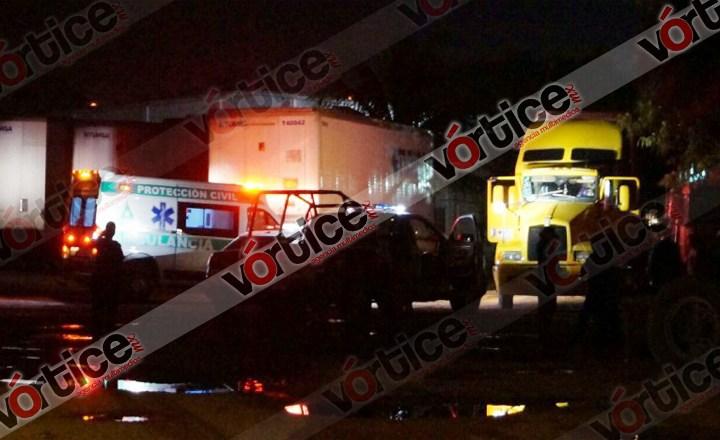 Encuentran muerto a trailero en el interior de su unidad