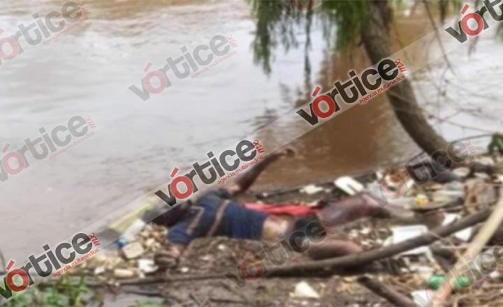 Hallan cadáver putrefacto a orilla de un río