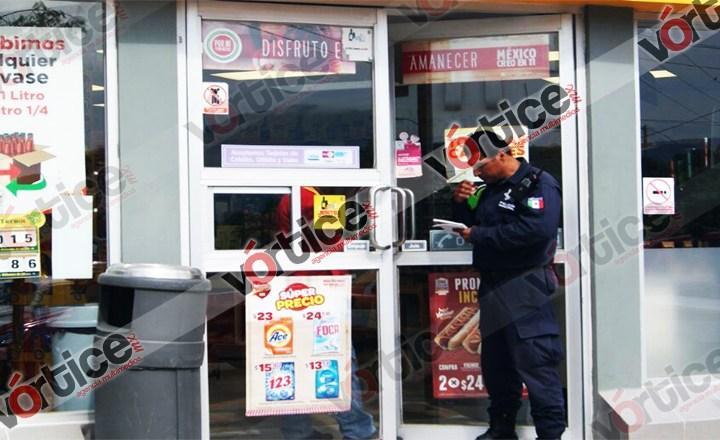 Disparan contra cliente de Oxxo; la policía acude tarde por rescatar a pasajeros en inundación