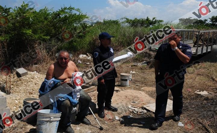 Lanzan artefacto explosivo en pensión de camiones; tres vehículos se incendian