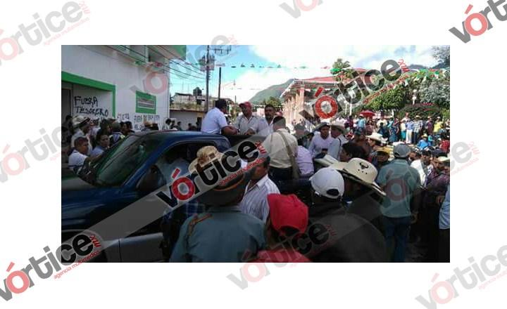 Secuestran a funcionarios por incumplimiento de proyectos