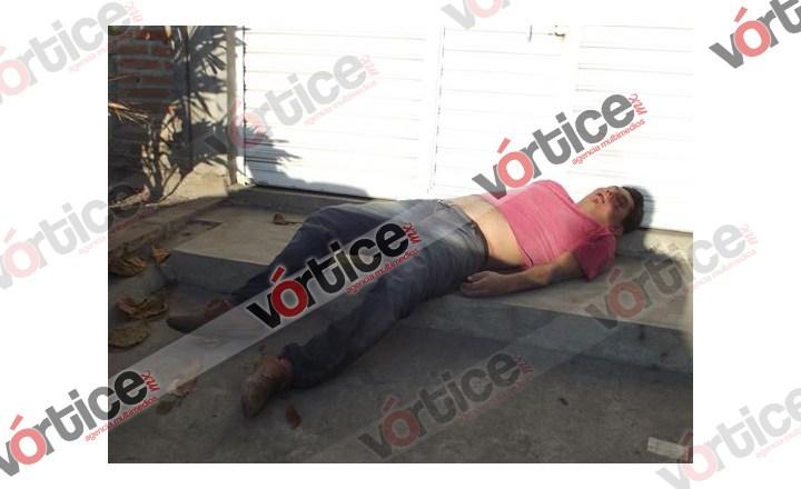 Golpean y asaltan a peatón; la policía decide no actuar