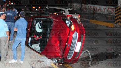 Conductora se hace 'bolas' y vuelca en libramiento de Tuxtla; hay tres heridos 2