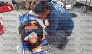 Colectivero provoca accidente; dos jóvenes resultaron heridos