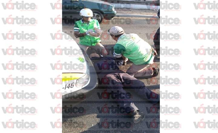 Por levantar pasaje, taxi provoca accidente