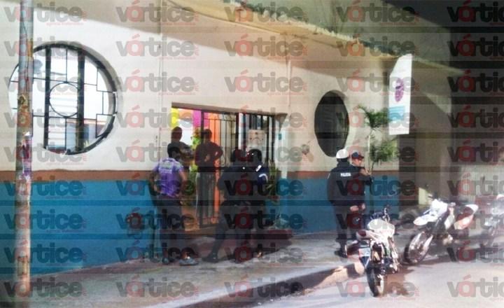 Delincuentes asaltan posada y burlan a la policía en pleno centro