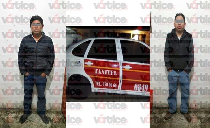 Detienen a taxista y acompañante que intentaron someter a extranjera; uno se escondía en la cajuela