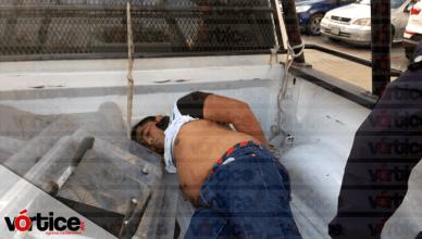 Ladrones 'cristalean' camioneta y se desata persecución; hay un detenido
