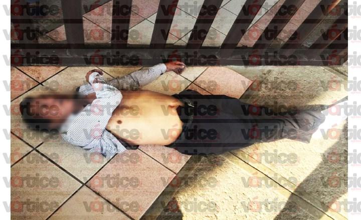 Muere individuo en la entrada principal de la Fiscalía General del Estado