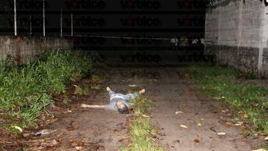 Asesinan a joven y arrojan su cadáver de una camioneta