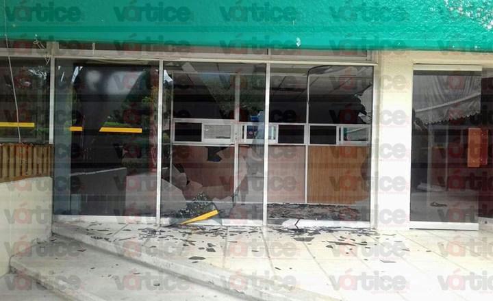 Encapuchados vandalizan y causan destrozos en la Subsecretaría de Educación Federalizada