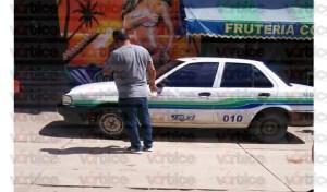 Mesero comete suicidio dentro de un taxi; ingirió pastillas herbicidas