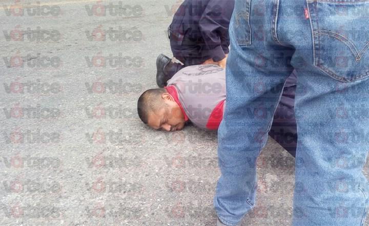Se desata balacera tras asalto a cuentahabiente; hay dos detenidos