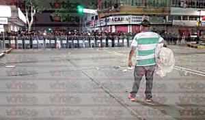 Detienen a más de 40 maestros durante desalojo en Tuxtla