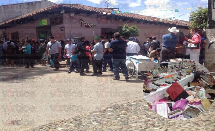 Vándalos destrozan zapatería en San Cristóbal; horas antes otro grupo quemó dos motopatrullas