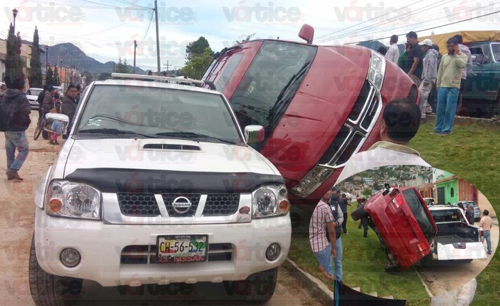 Accidente múltiple en San Cristóbal deja a dos personas heridas