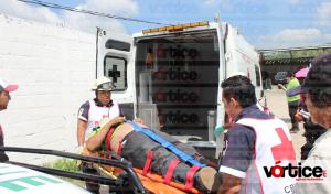 Mecánico queda aplastado por una camioneta que reparaba en Plan de Ayala